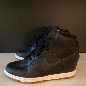 Nike Wmns Dunk Sky Hi Essential Black Sneakers
